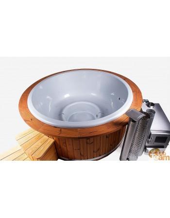 Vasca idromassaggio con davanzale in legno e bordo in fibra di vetro
